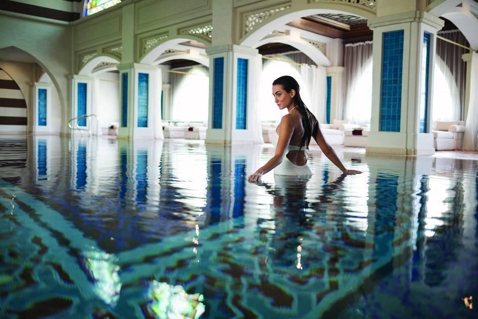 酒店內提供有水療、泳池等服務項目設施。圖/杜拜卓美亞棕櫚島斯布爾宮酒店提供