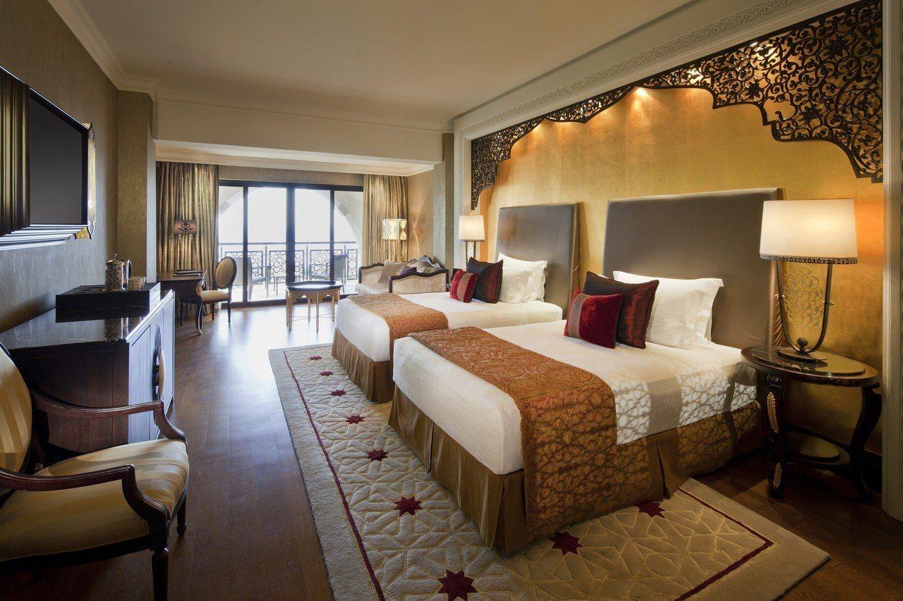 旅遊業者推出7日杜拜行程,可入住2晚斯布爾宮酒店。圖/杜拜卓美亞棕櫚島斯布爾宮酒...