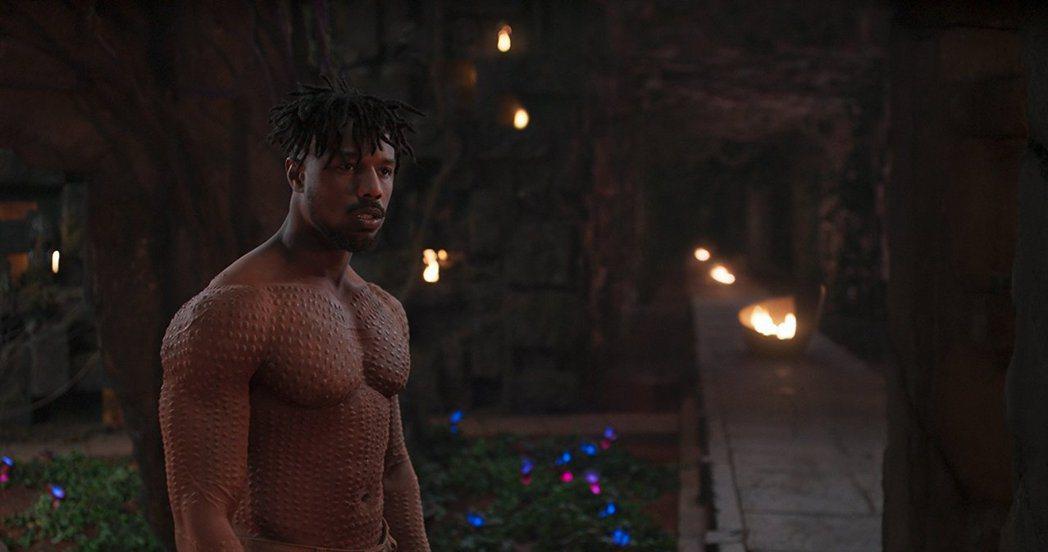 「黑豹」大反派麥可B喬丹練出一身健壯肌肉,引起話題。圖/摘自imdb
