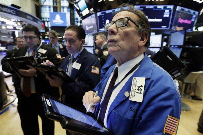 美國公布強勁就業報告,加上美國和北韓將舉行高峰會等利多激勵下,美股今天大漲,那斯...