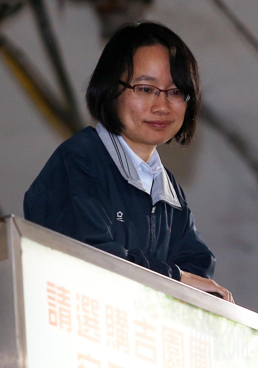 經過三天休市後,台北果菜批發市場今天凌晨恢復交易,連日來挨批神隱的北農總經理吳音...
