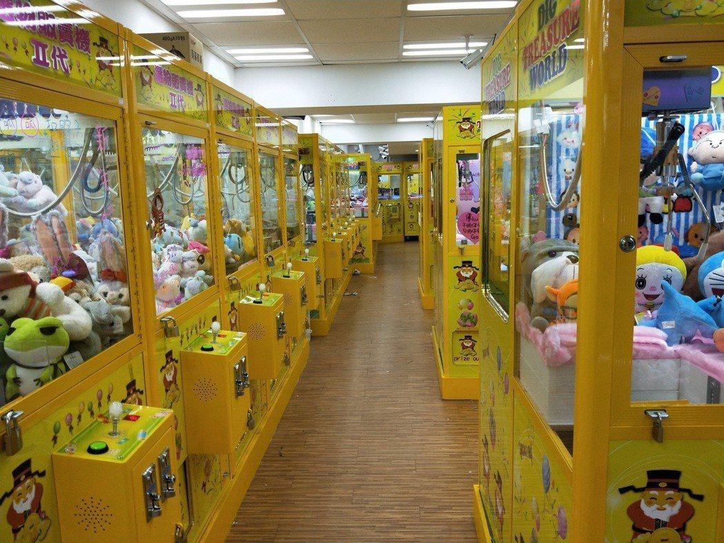 學生撿到錢包的夾娃娃機店。記者游明煌/攝影