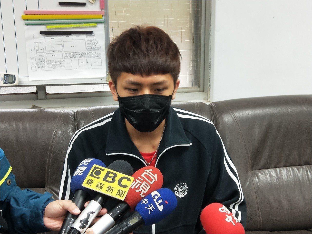 基隆中學高三學生黃至慶說,自己也掉過皮包,特別能感同身受。記者游明煌/攝影