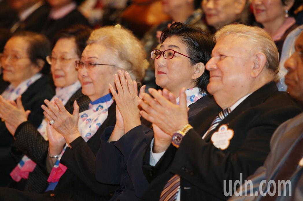 今天是三八婦女節,婦聯會特別舉辦慶祝婦女節活動,響應聯合國「實現性別平等並增強婦...