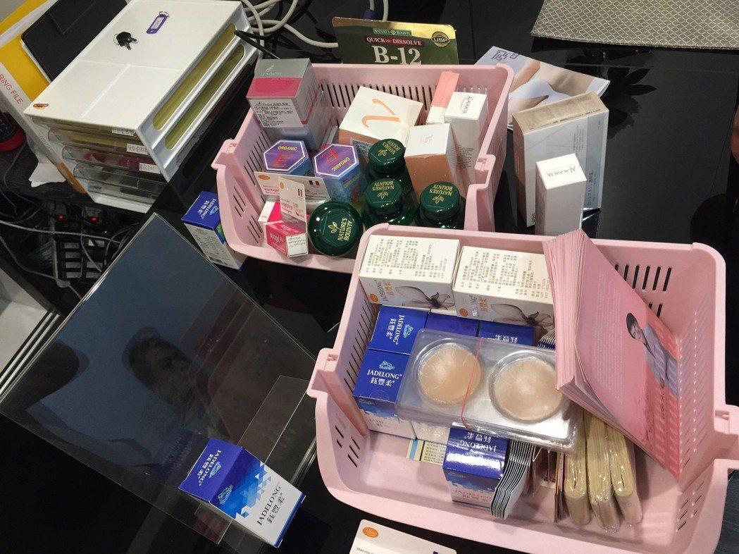 店內販售與使用的物品。記者劉星君/翻攝