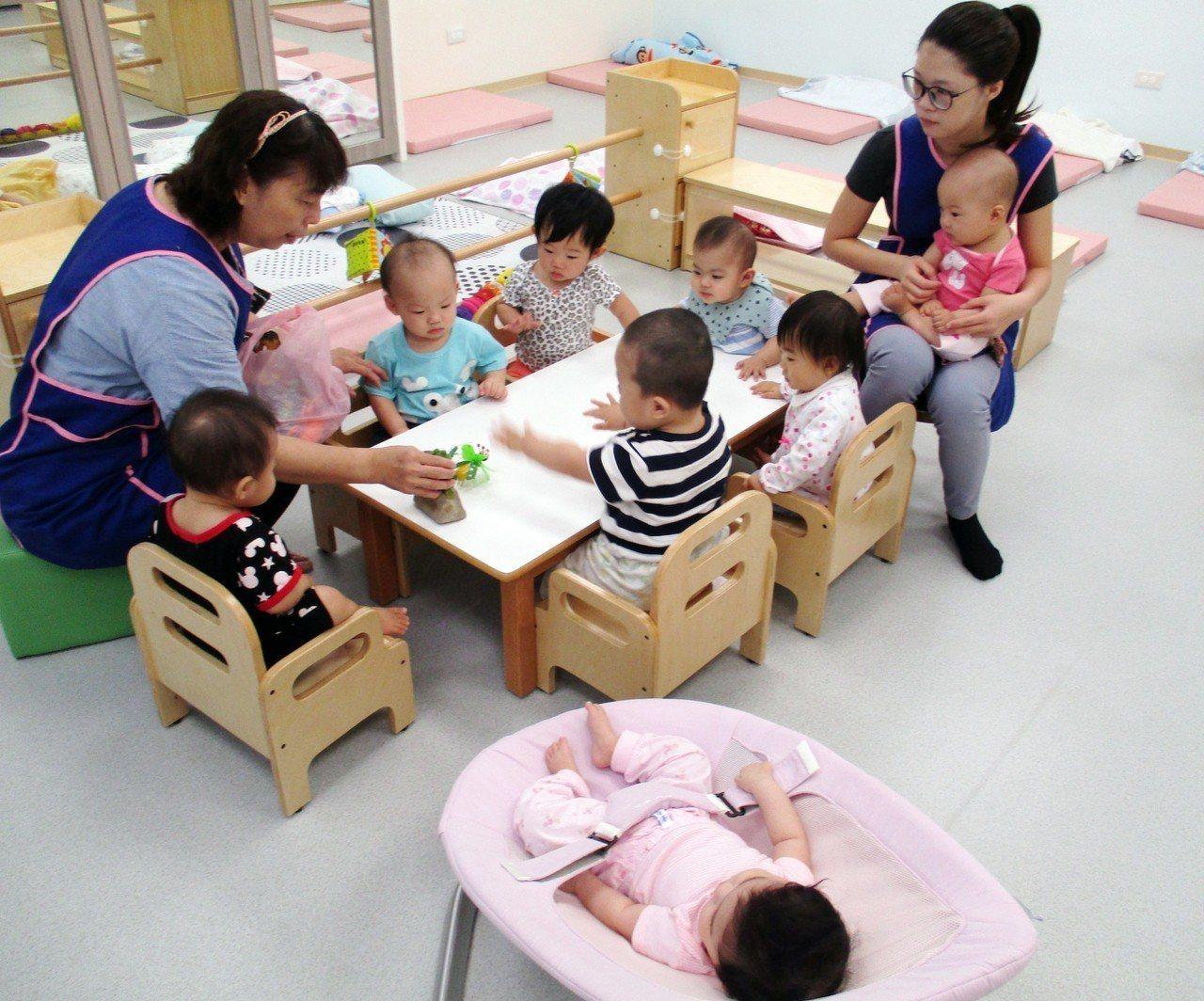 許多婦女考量照顧成本與品質,多數選擇離開職場、自行照顧孩子。圖/新北社會局提供