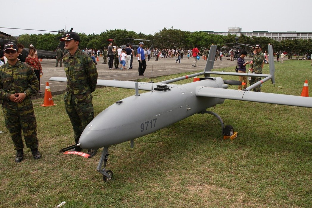 海軍司令部今天表示,海上戰術偵搜大隊一架無人機,於今日上午執行例行訓練任務時,返...