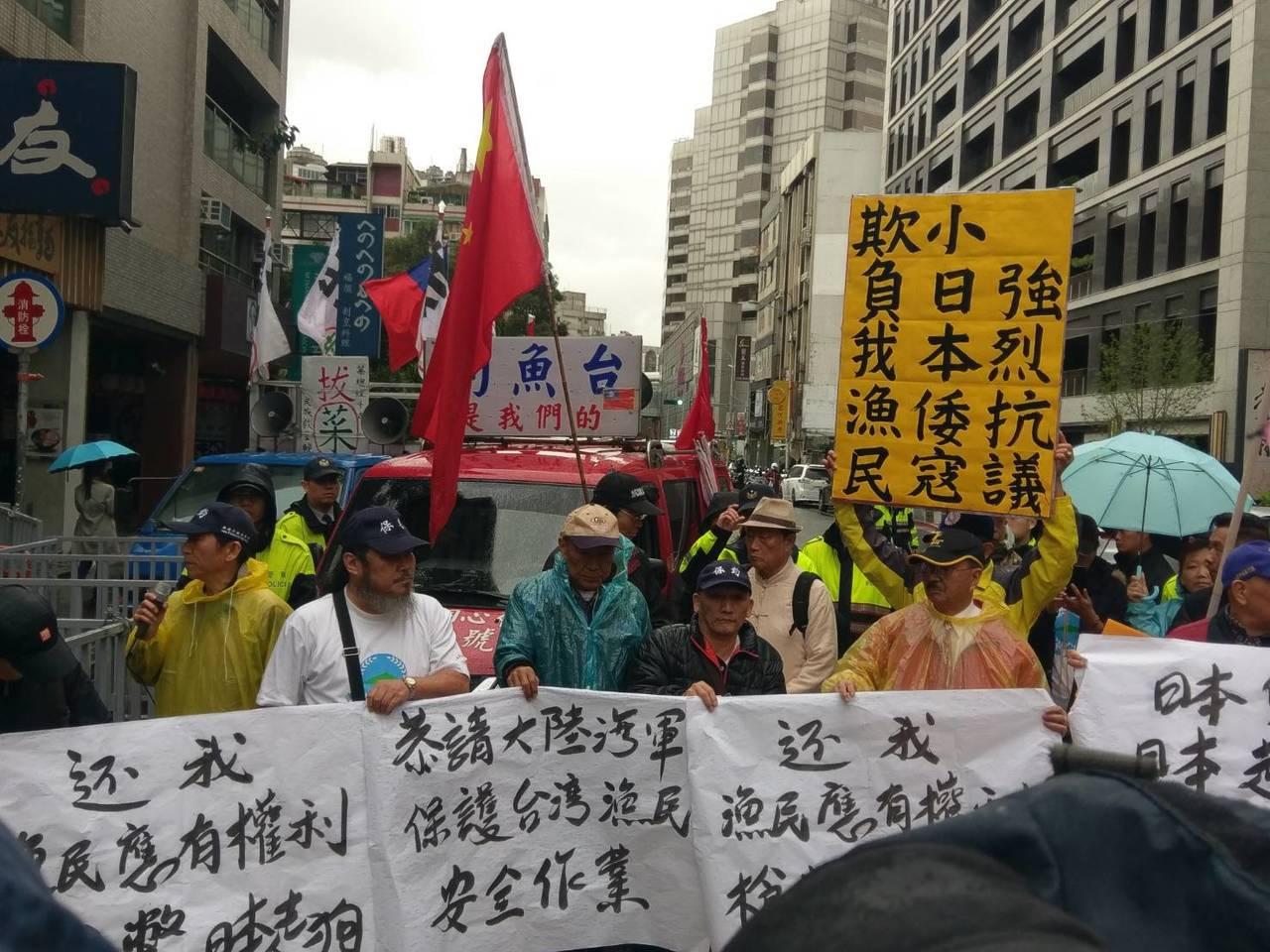抗議團體在日本台灣交流協會外抗議。記者徐偉真/攝影