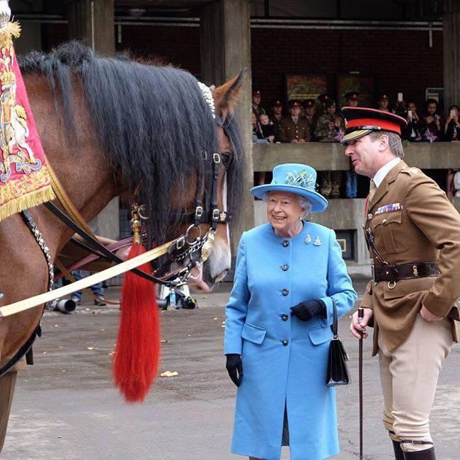 英國女王參觀英國皇家近衛騎兵(The Household Calvary),其中...