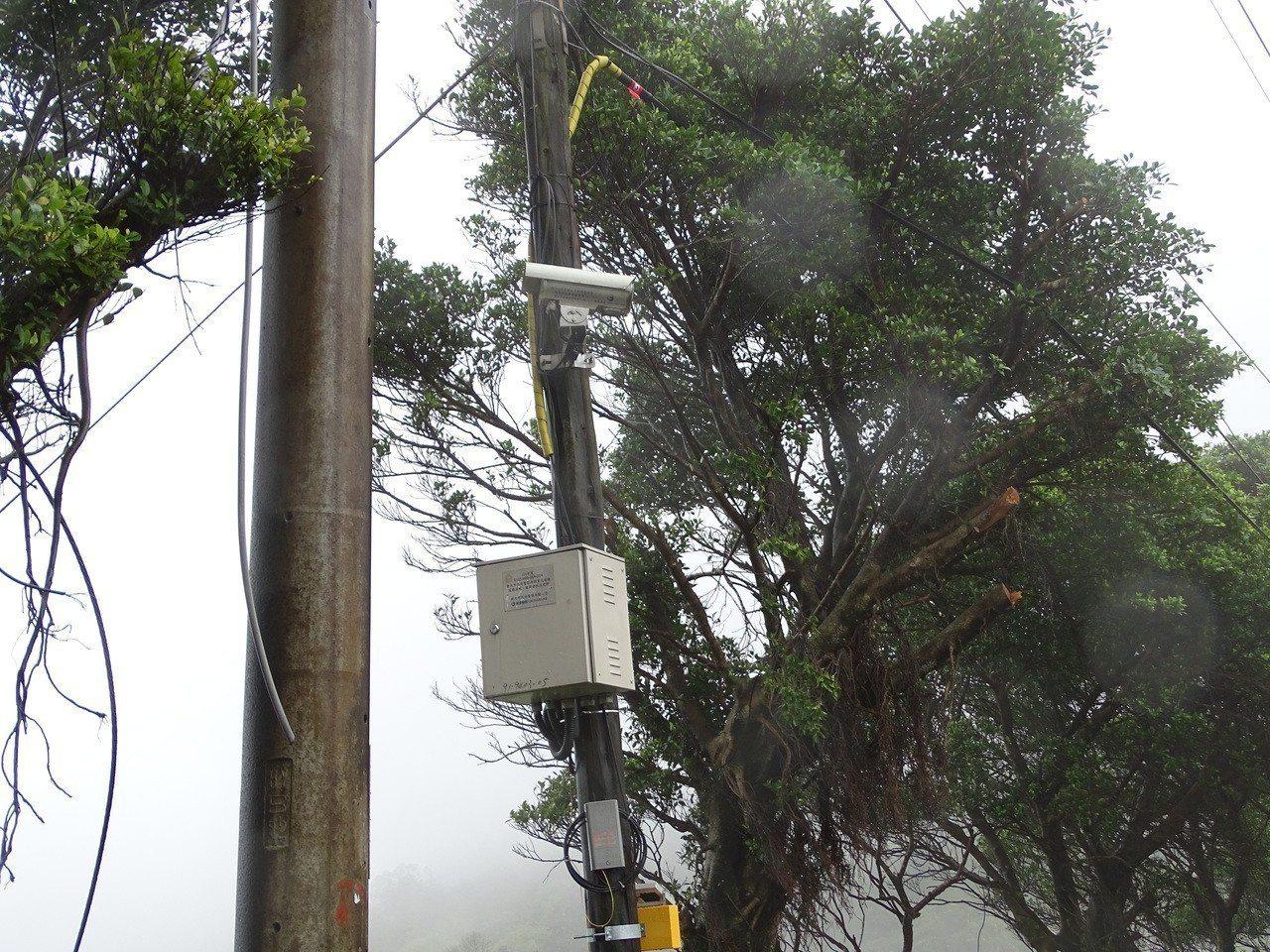 蔡英文父墓園的青潭寶塔,門外有警方裝設的監視器監控。記者江孟謙╱攝影