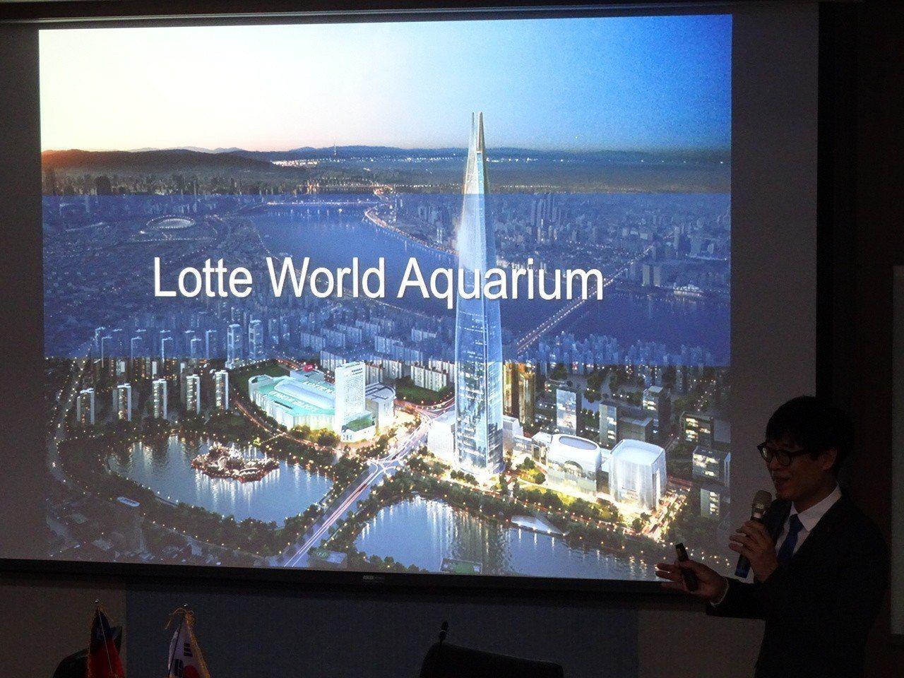 前年開幕的韓國樂天水族館,是韓國最大零售業國際集團旗下的商業型水族館;館長高正樂...