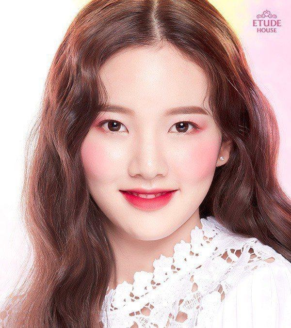 清新柔美色彩交織的水彩妝容,是2018春季韓妝的重點潮流。圖/ETUDE HOU...