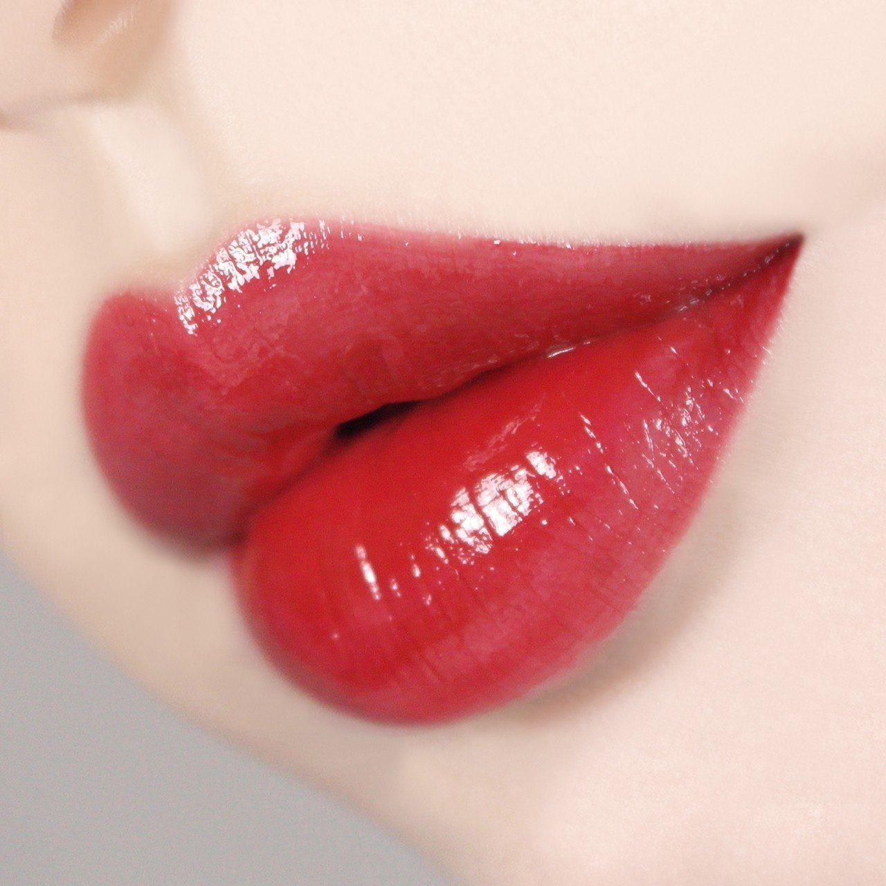 innisfree果漾四季蜜唇萃擁有水潤亮澤的鮮豔色彩。圖/innisfree提...