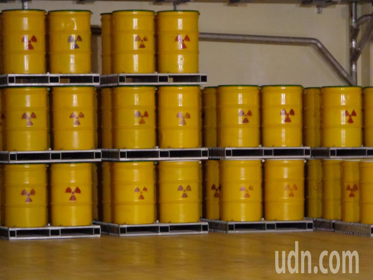 核3廠就地存的低階輻射汙染物品和高階廢核燃料棒,去年底累計達8600桶。記者潘欣...