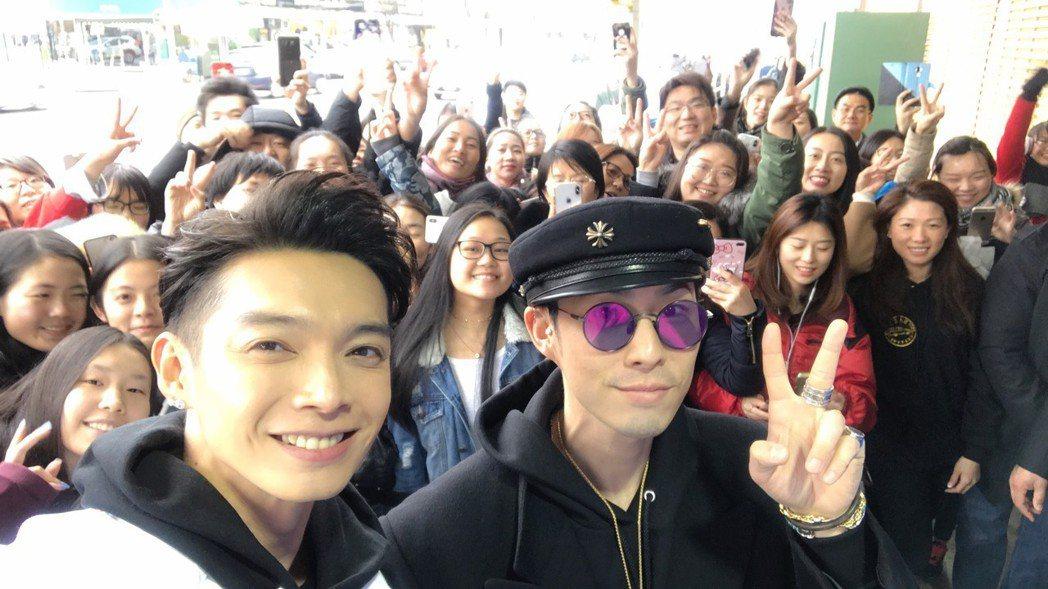 辰亦儒日前飛到紐約和吳建豪(右)一起出席合夥的連鎖麵包店開幕活動。圖/經紀人提供