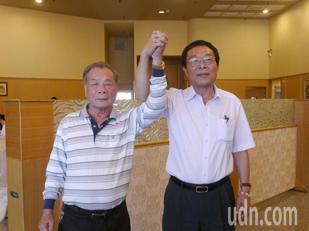 黃明太(右)曾替多名民代抬轎,此次首度參選投入選戰,路竹區農會理事長王和雄(左)...