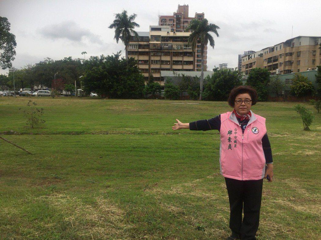 市議員邱素貞強調自己與立委黃國書成功保留代管新榮公園。圖/邱素貞提供