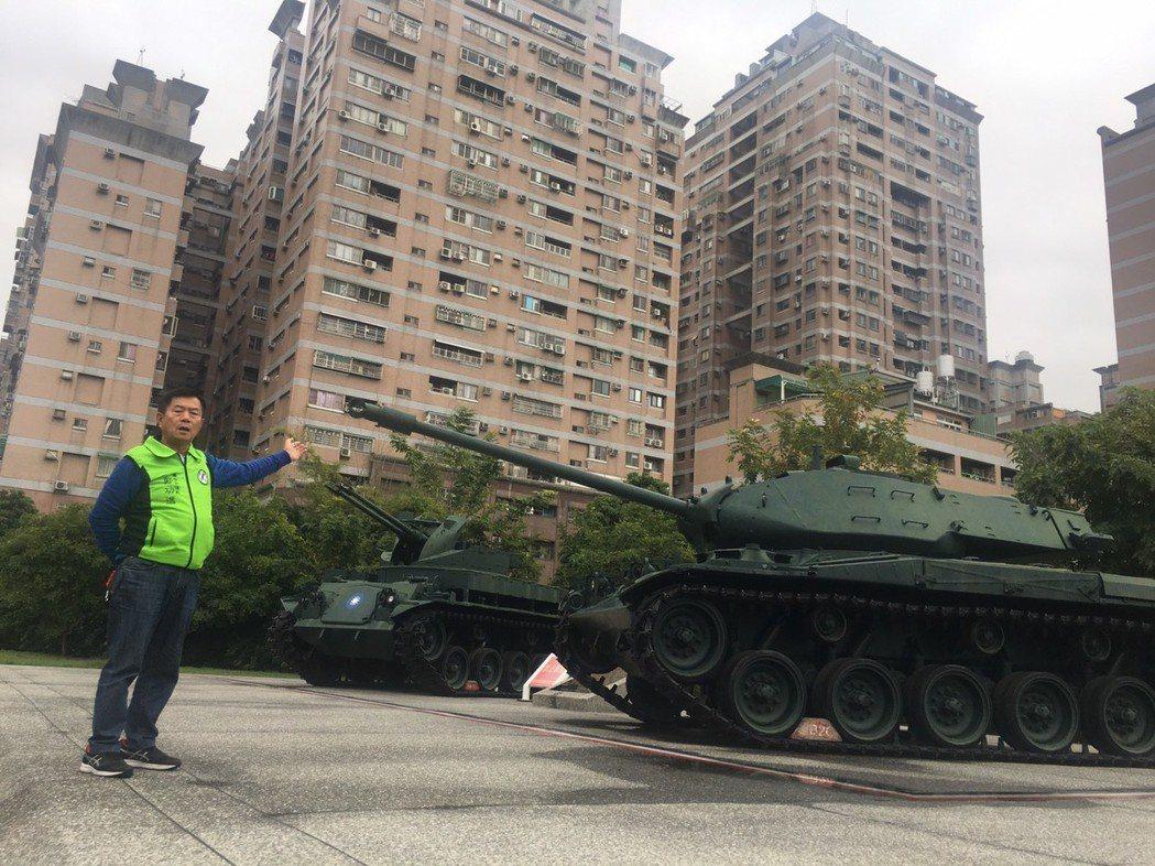 市議員鄭功進表示自己與同區議員何敏誠爭取保留代管新榮公園。圖/鄭功進提供