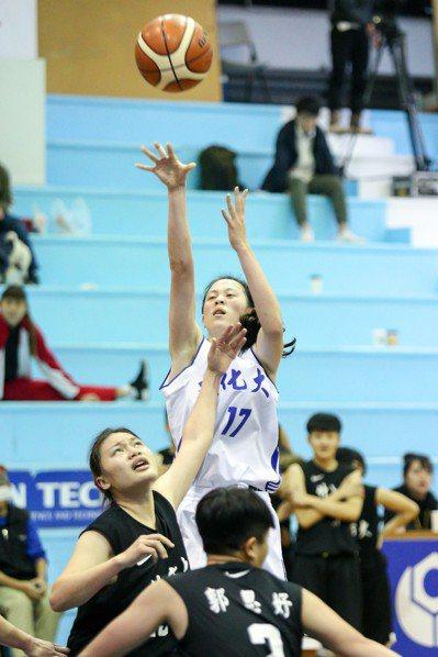 黃鈴娟今天攻下22分,但錯過得分后。 記者林伯東/攝影