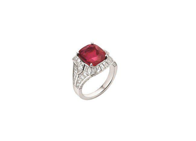 BVLGARI FESTA公主慶典系列頂級紅寶石與鑽石戒指,鉑金鑲嵌1顆約5.5...