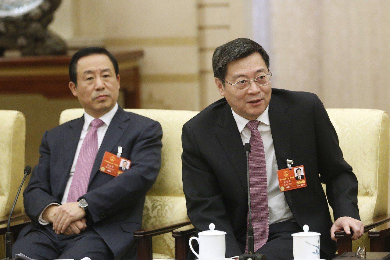 十三屆全國人大一次會議湖南省代表團八日在北京舉行全體會議。圖為湖南省委書記杜家毫...