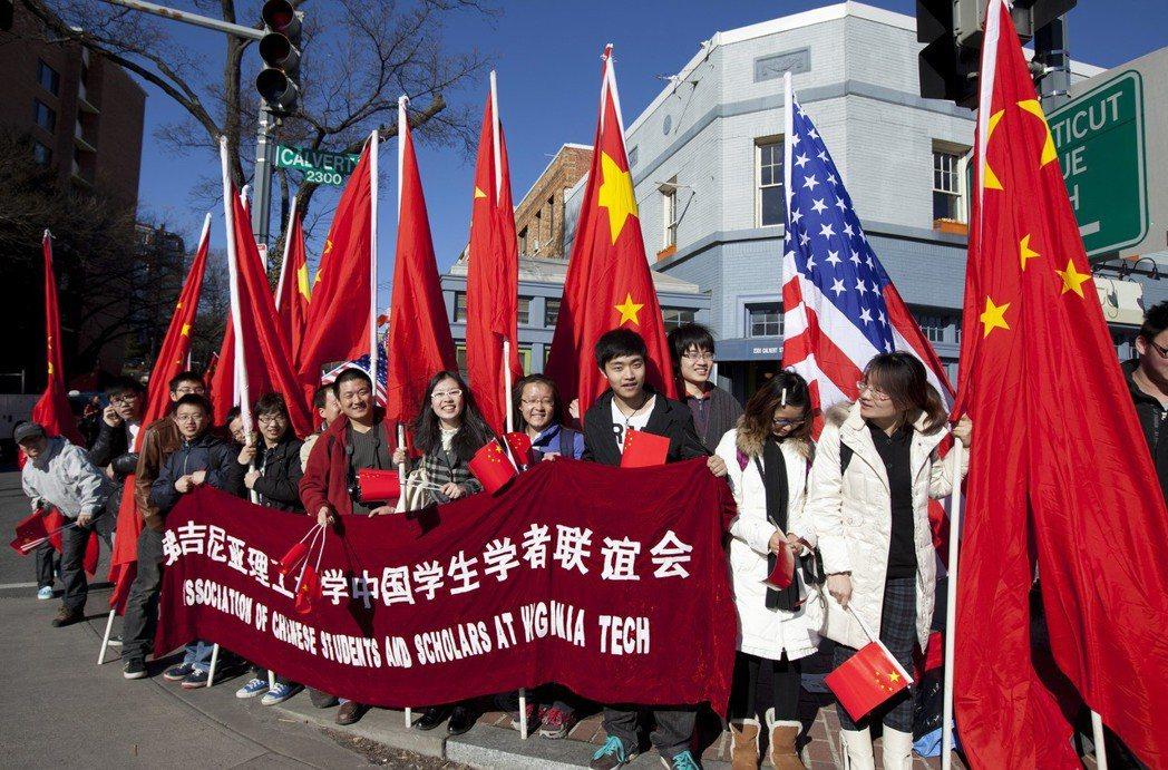 習近平2012年2月以國家副主席身分訪問華府時,維吉尼亞理工大學的「中國學生學者...