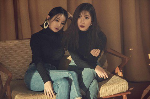 韓國「OST 女帝」雙人美聲團體DAVICHI成員李海麗及姜敏京成軍10年,將於4月1日首度來台開演唱會,姜敏京表示,覺得對台灣歌迷很不好意思,「之前在韓國辦活動時,有感受到台灣歌迷很熱情,當面跟我...
