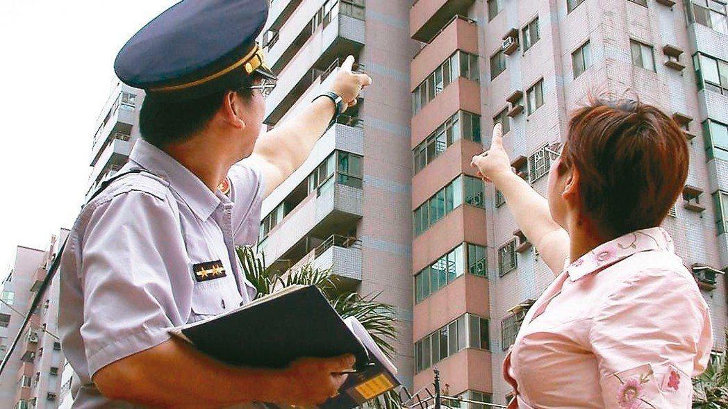 警政署研擬修改「警察勤務區家戶訪查辦法」,除非是治安顧慮人口或有明確犯罪事證,未...