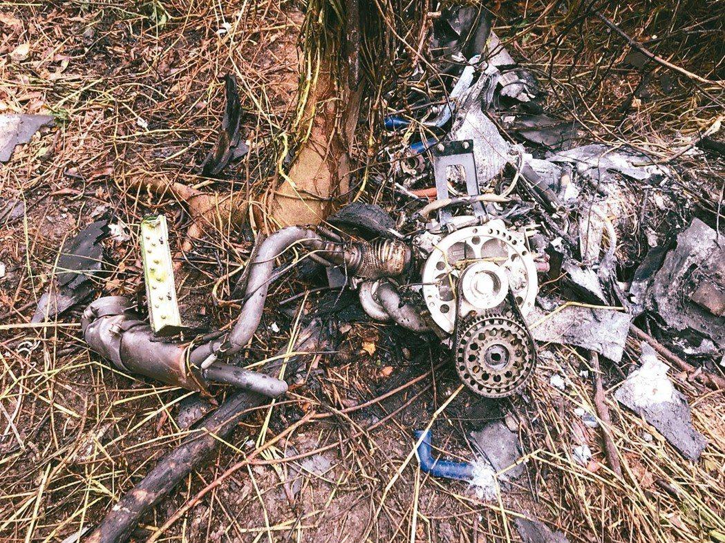 無人機的殘骸。 記者蔣繼平/翻攝