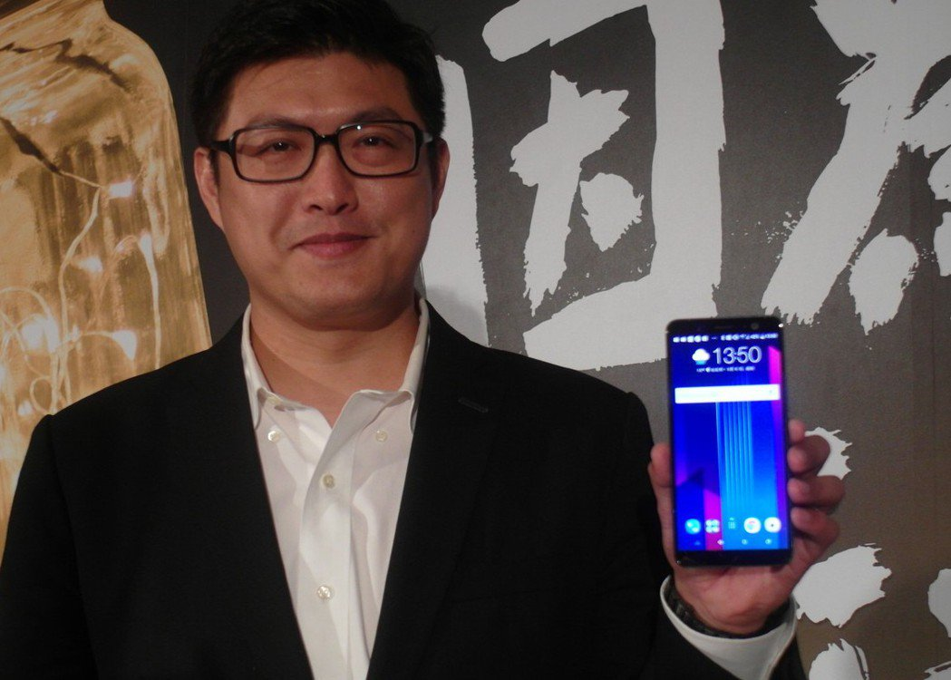 宏達電台灣區總經理陳柏諭表示,今年將啟動「精準定價」策略。 記者何佩儒/攝影