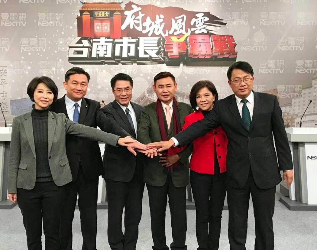 台南市長初選砍得刀刀見骨,如何整合派系,將是黃偉哲下一道考題。圖為六參選人辯論前...