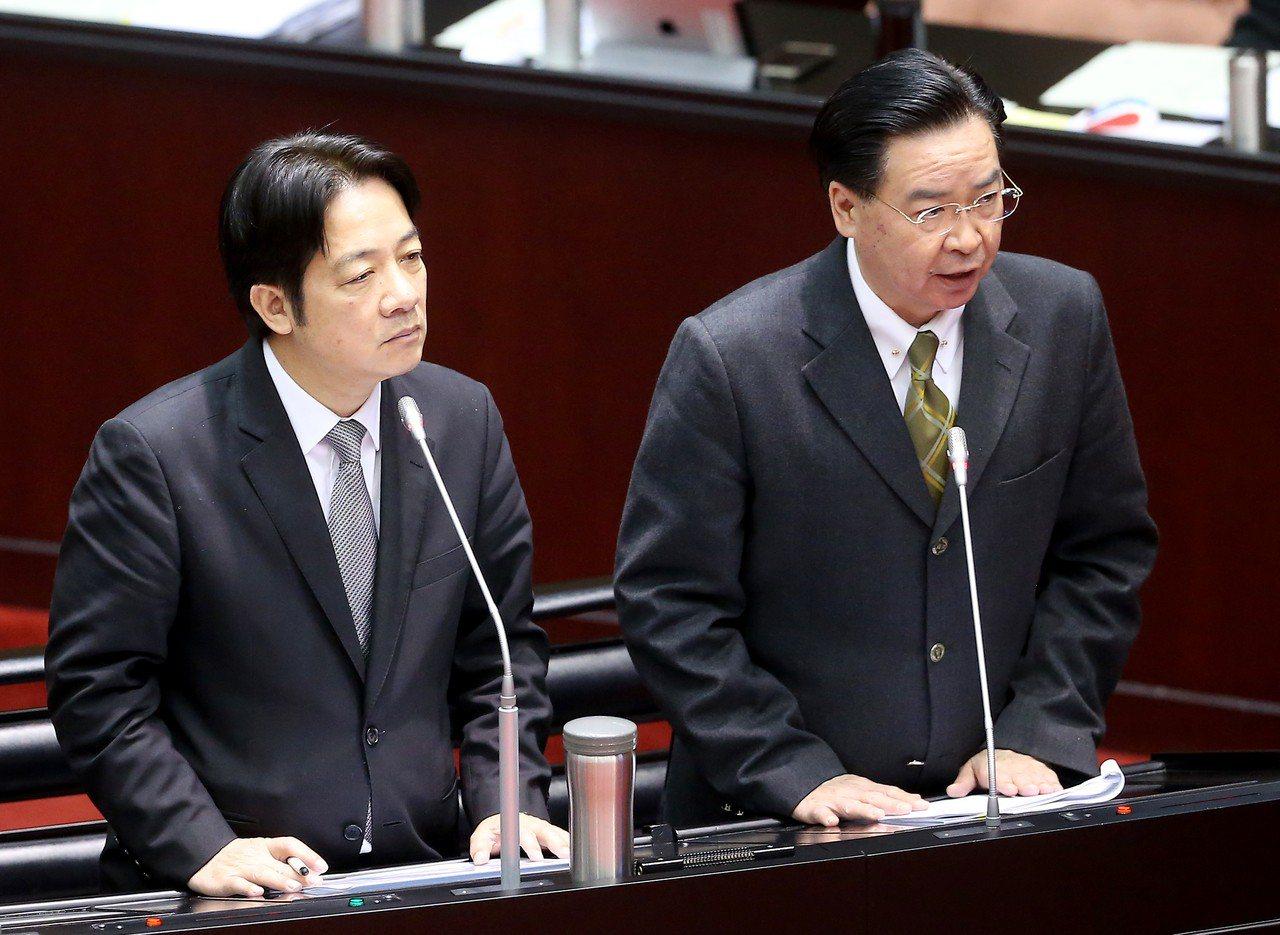 行政院長賴清德(左)與外交部長吳釗燮(右)上午至立法院備詢,面對立委質問若梵蒂岡...