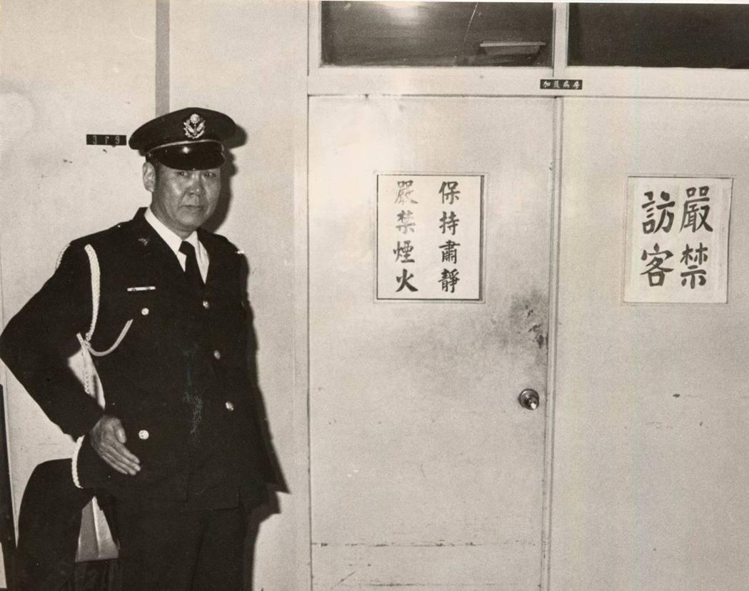 林宅血案發生後,警方加強保護唯一倖存者林奐均。警方採取八班制,共有三名制服警員、...