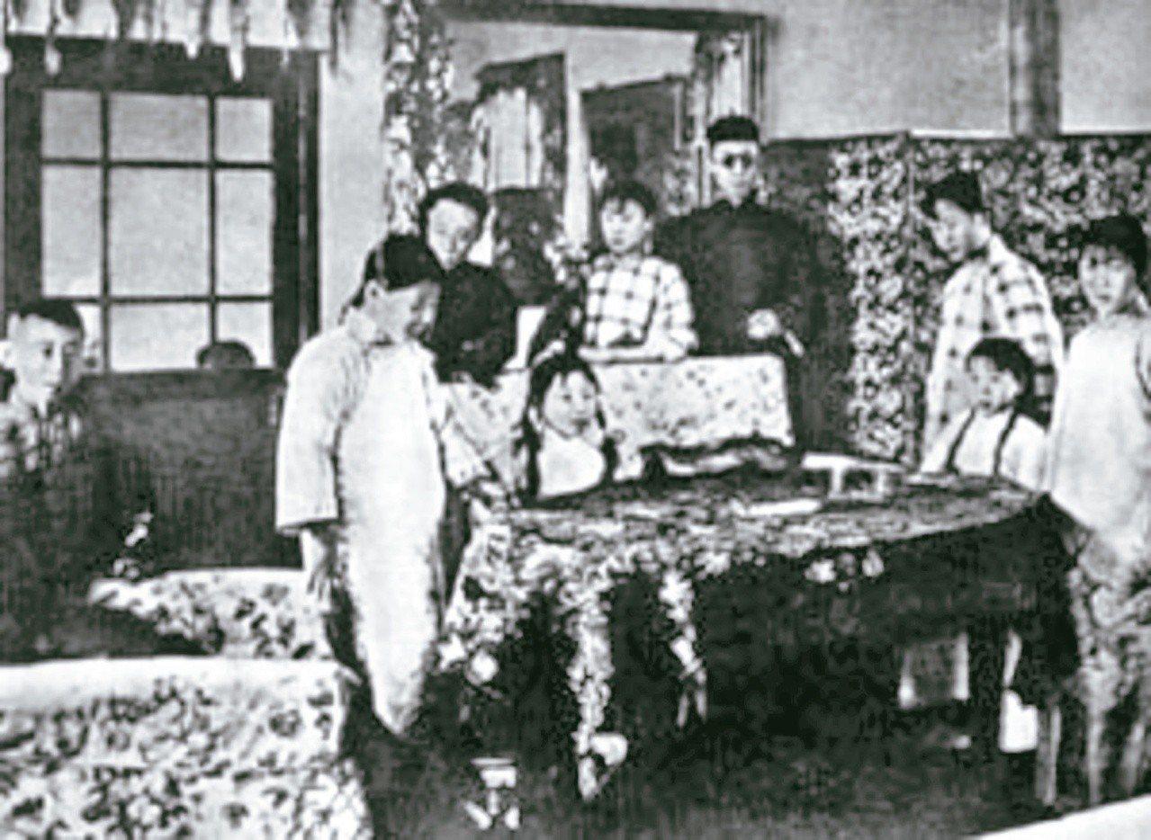 圖三:溥儀跟家人在天津張園