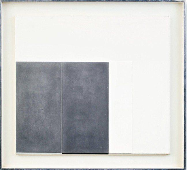 《風暴雲》以深灰來凸顯大塊純粹的白,在林壽宇作品中較不多見。 圖/羅芙奧、香港蘇...