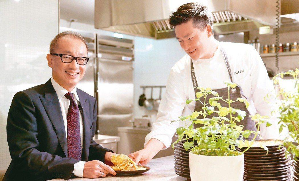 晶華董事長潘思亮(左)提出「飲食是新奢華」主張。 圖/陳立凱攝影