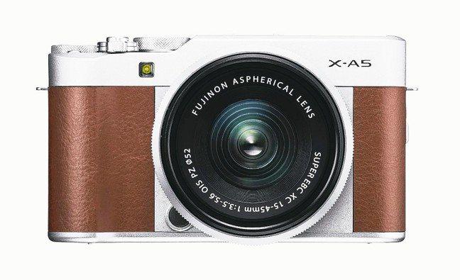 FUJIFILM X-A5文青風格的外型設計,手感獨特。 圖/Leica、Son...