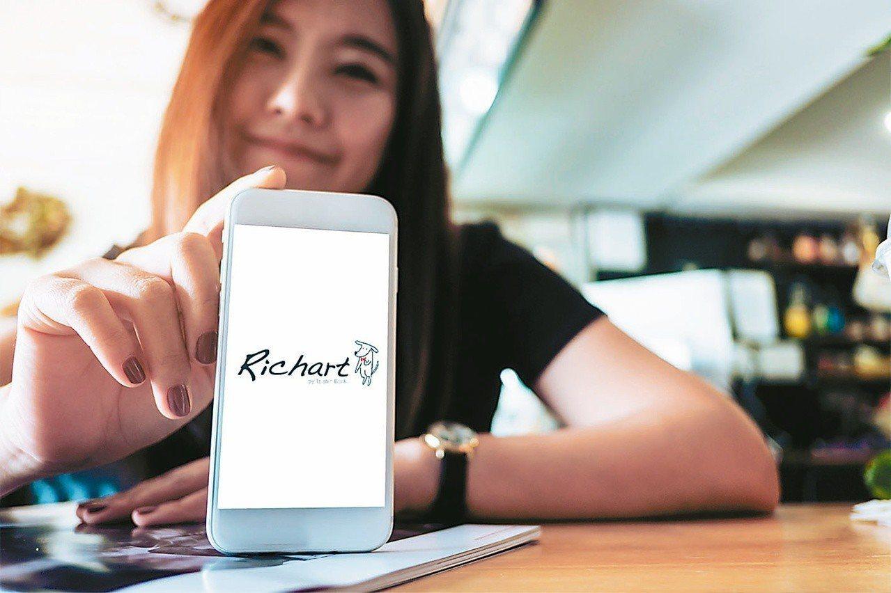 台新銀行數位金融處副總經理包國儀今天表示,台新Richart數位銀行自2016年...
