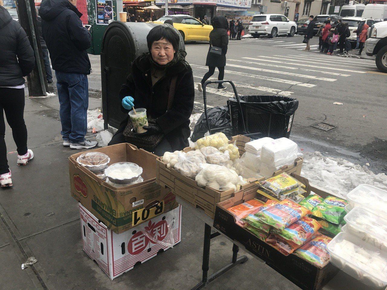 64歲的任興淑,四年前隨女兒從中國福建長樂依親移民美國,為了不給孩子添麻煩,她自...