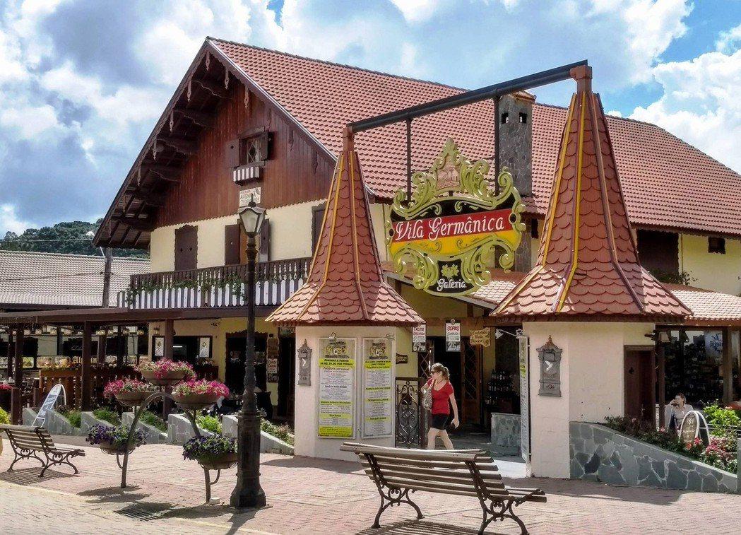 巴西米納斯州南部的綠山-蒙特維地,居民多為歐洲後裔,建築風格也以歐洲風格為主。中...