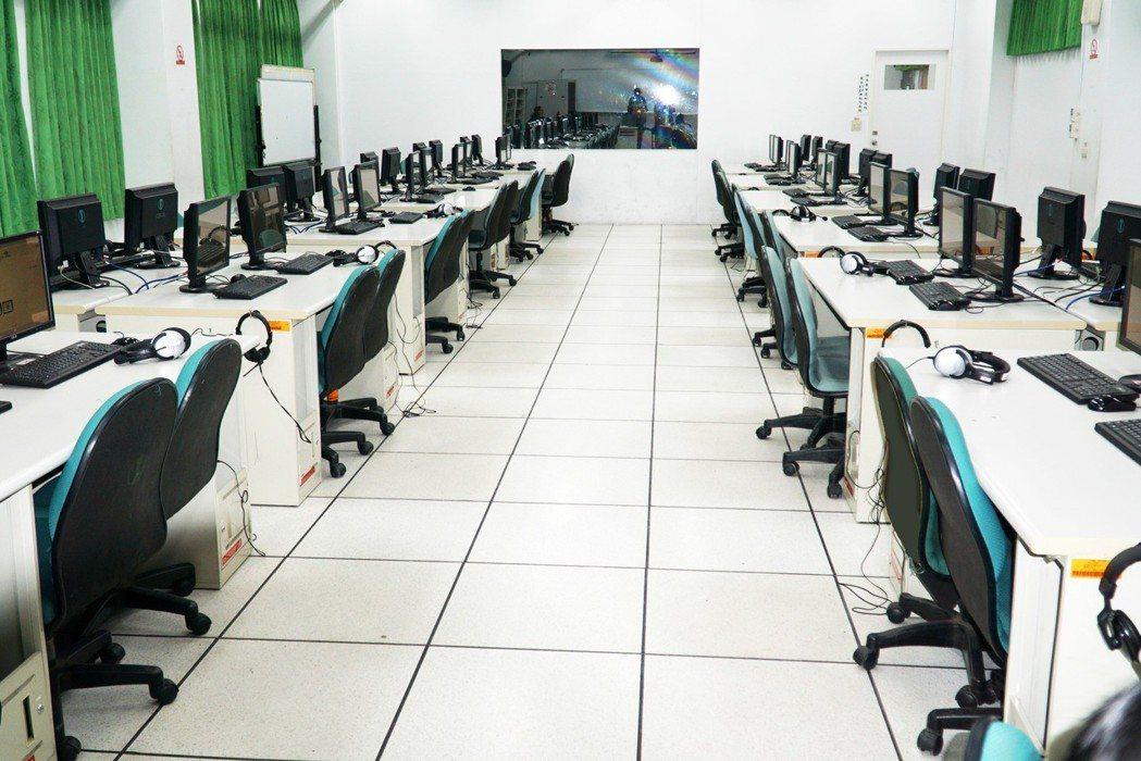 大葉大學的托福iBT考場可以同時容納60人考試 大葉大學/提供。