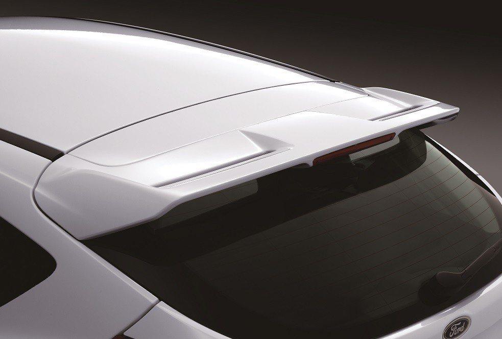 New Ford Focus型動勁速版全車加裝空力套件,車尾型動擾流尾翼的設計,...