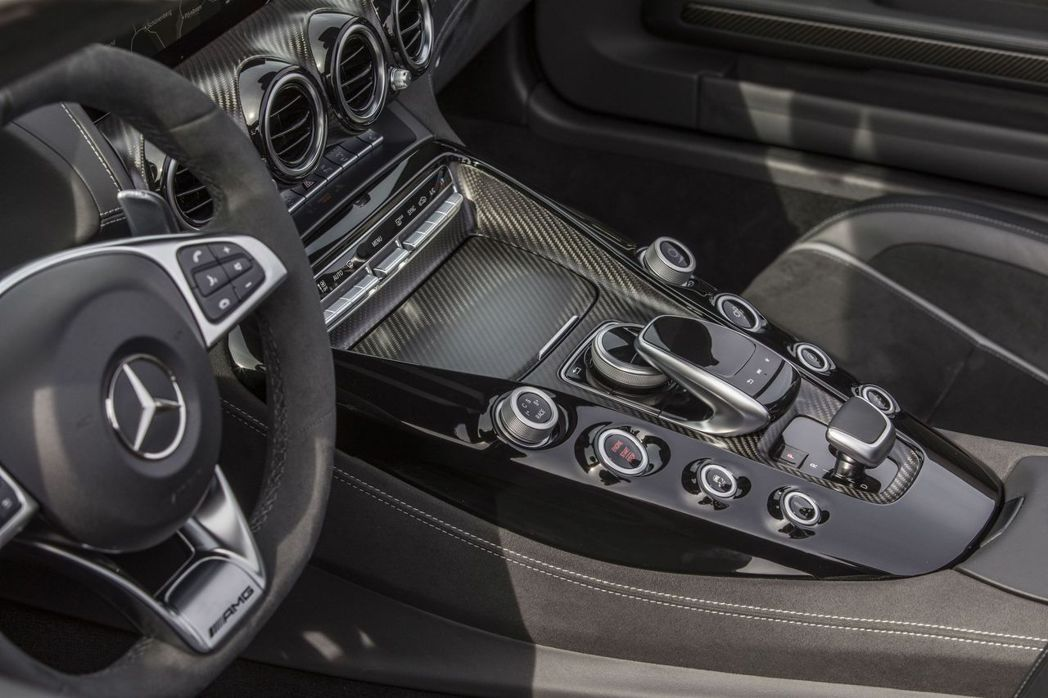 AMG GT C更期望車主能每日品嚐專屬的極致速度饗宴,除了具備驚人速度,更兼顧實用與舒適度。 圖/台灣賓士提供