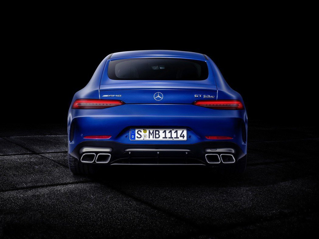 4出方形排氣尾管運動性十足。 摘自Mercedes