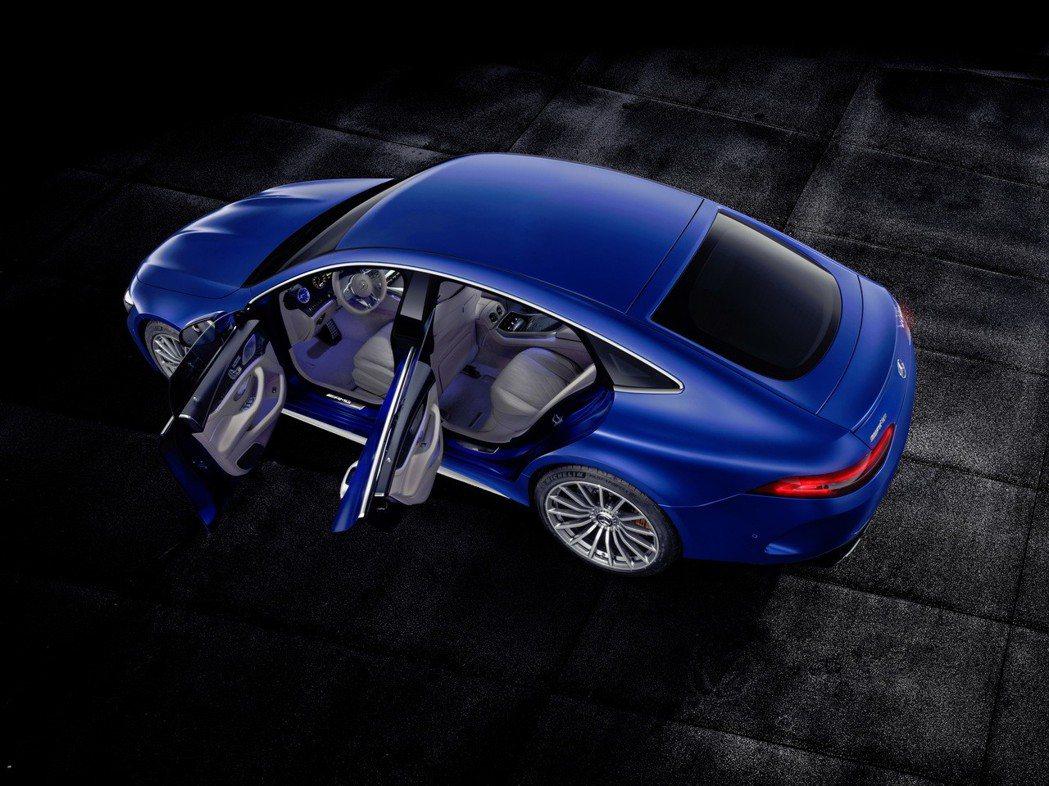 4個門皆採用無窗框造型設計。 摘自Mercedes