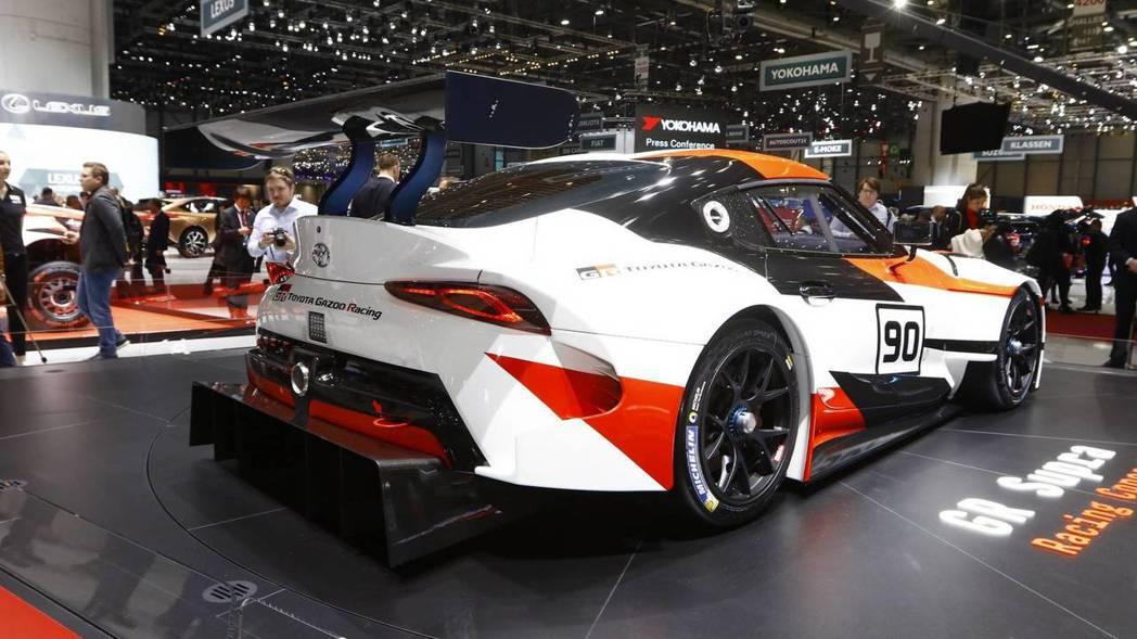 廠車專屬大尾翼及車尾分流器。 摘自Toyota
