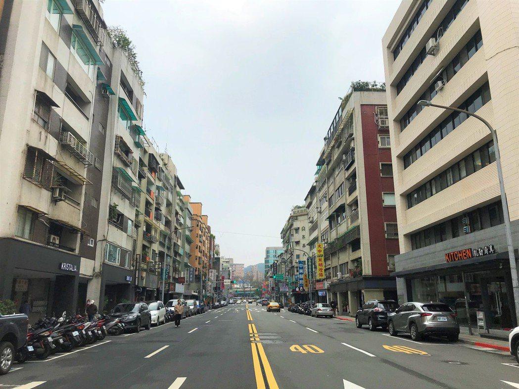 樂利路一間華廈七樓,屋主去年1月買進,10月賣掉,賺了200萬元。記者游智文/攝...