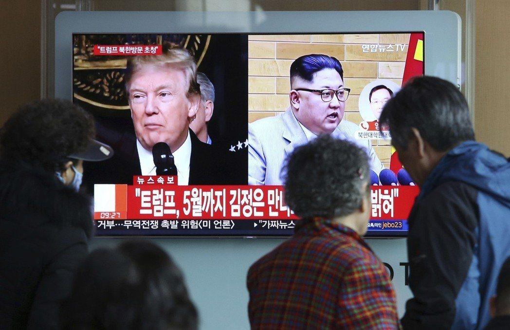 川普接受金正恩會談邀約,南韓民眾關注電視新聞播報。美聯社