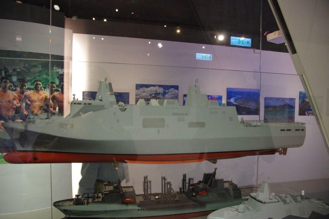 海軍代號「鴻運計劃」的新型兩棲船塢運輸艦建造招標案,歷經近一年4度流標後,終於在...
