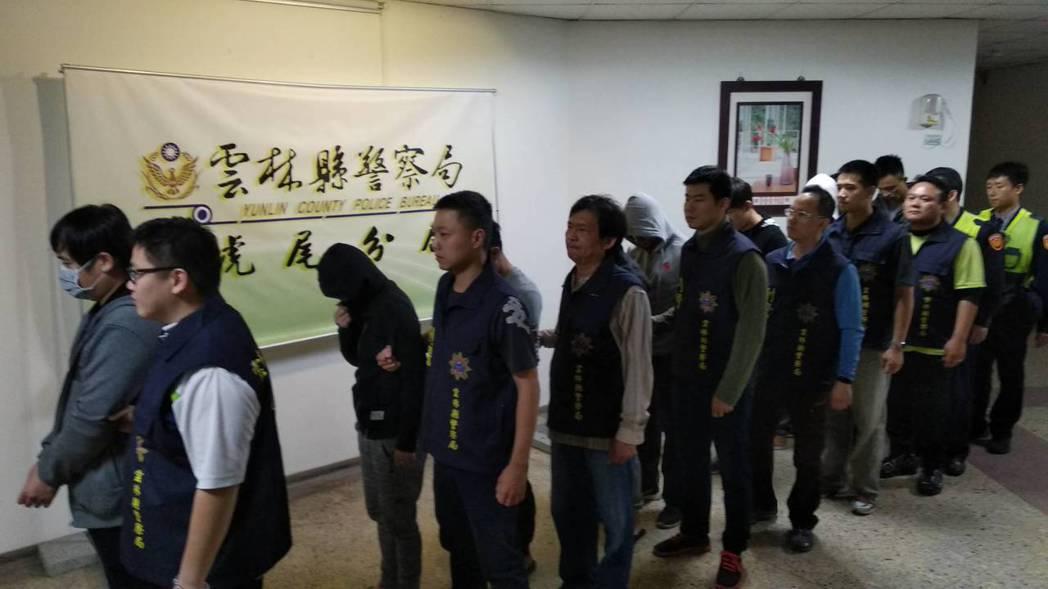 雲林縣以謝姓男子為首的犯罪組織今天被瓦解。記者蔡維斌/攝影